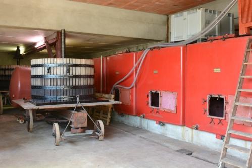 prensa-e-tanques-de-fermentação-domaine-camus-borgonha