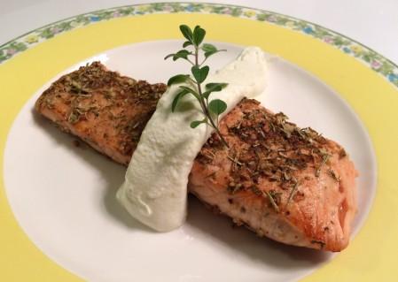 salmão-na-crosta-de-ervas-com-coalhada-seca